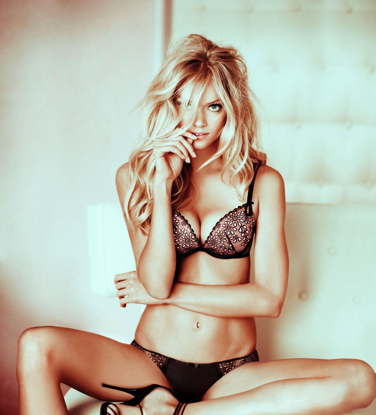 Lindsay Ellingson hot on actressbrasize.com  http://actressbrasize.com/2014/07/05/lindsay-ellingson-bra-size-body-measurements/