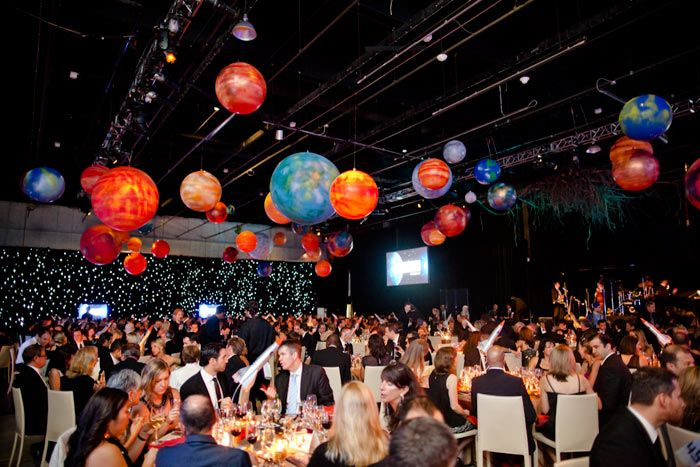 At lg innovators 39 ball guests dine like astronauts in for Outer space decor