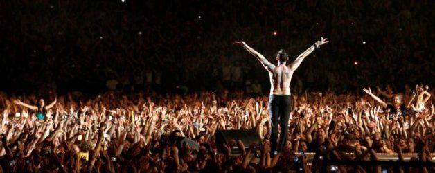 In sessantamila per la messa laica dei Depeche Mode: la famosa band inglese travolge Milano con il suo rock elettronico in bianco e nero!  Leggete di più su: http://6e20.it/it/blog/i-depeche-mode-travolgono-milano.html