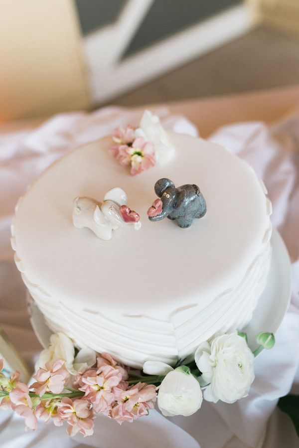 Cute elephant theme wedding cake. View the full wedding here: http://thedailywedding.com/2016/06/25/chic-garden-soiree-wedding-kelsey-kevin/