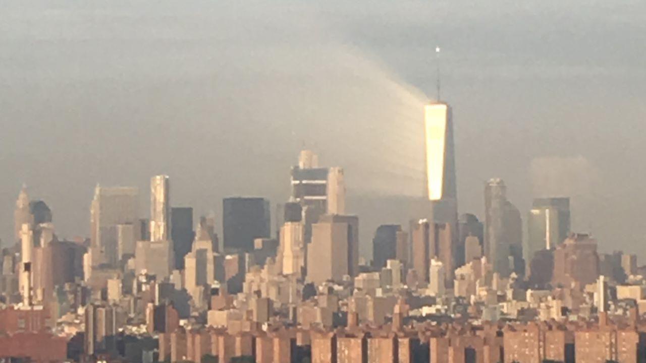 Photos Striking Ray Of Light Beams Off World Trade Center Days - Two beams light new yorks skyline beautiful tribute 911