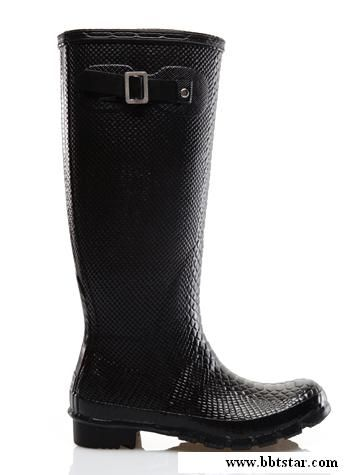 The flat ladies rain boots shiny mirror design reflects the texture of flat boots distributed rich bohemian , there are even brighter diamond embellishment , adding a little more feminine tenderness , this is also covered heel , if beauty the heel is not pretty , this boots can also hide the shortcomings Oh !
