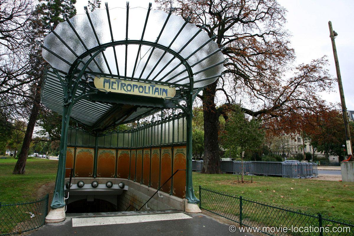 PARIS// Diva (1981). Avenue Foch Metro, Paris. Looking for somewhere ...