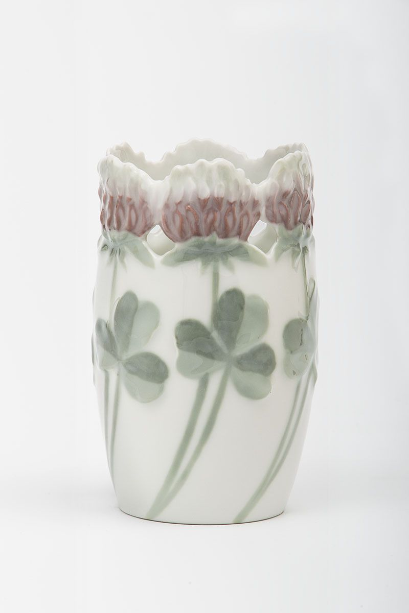 "Alf Wallander, Vase Roter Klee / Red clover, 1899. Rörstrand Porcelain, Sweden. Bought by S. Bing, Gallery ""L'Art Nouveau"", World exhbition Paris, 1900. Via MKG Hamburg"
