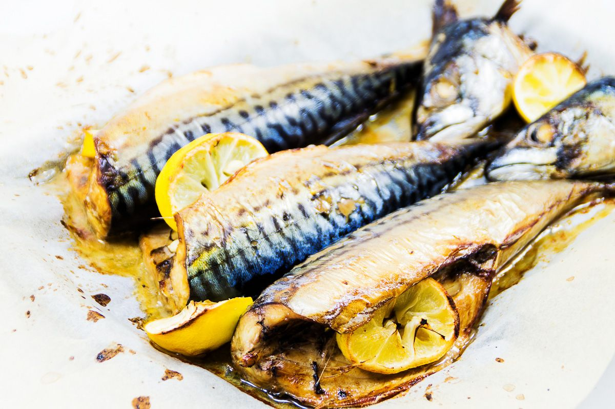 Interesting recipes: bake mackerel in the oven