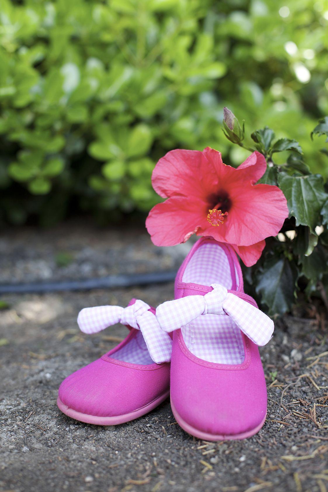 Merceditas de Lona con Velcro y Lazo de Vichy tipo Angelito. Ideales para los primeros pasos y para los meses de Primavera-Verano. #sapatos #maryjanes #chaussures