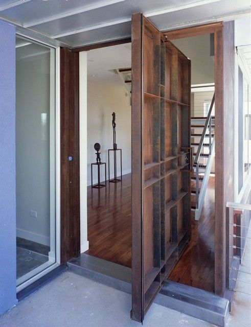 puerta pivotante de eje descentrado
