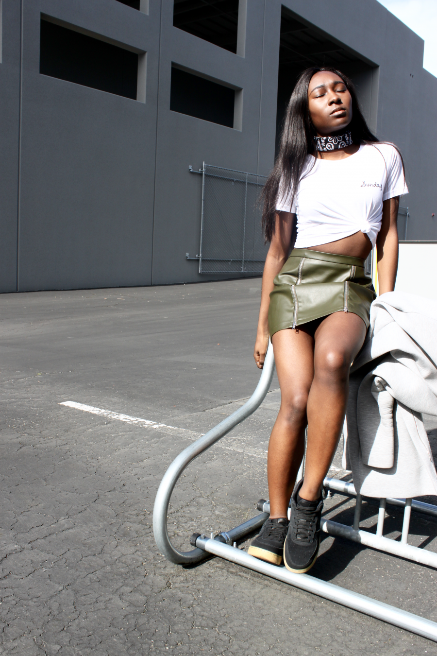 d6414fda96a3 Style & Fashion | Kaki leather mini skirt + minimal graphic tee-shirt +  Nike air Force 1 + grey neoprene jacket + bandana. By Parisian and West  african ...