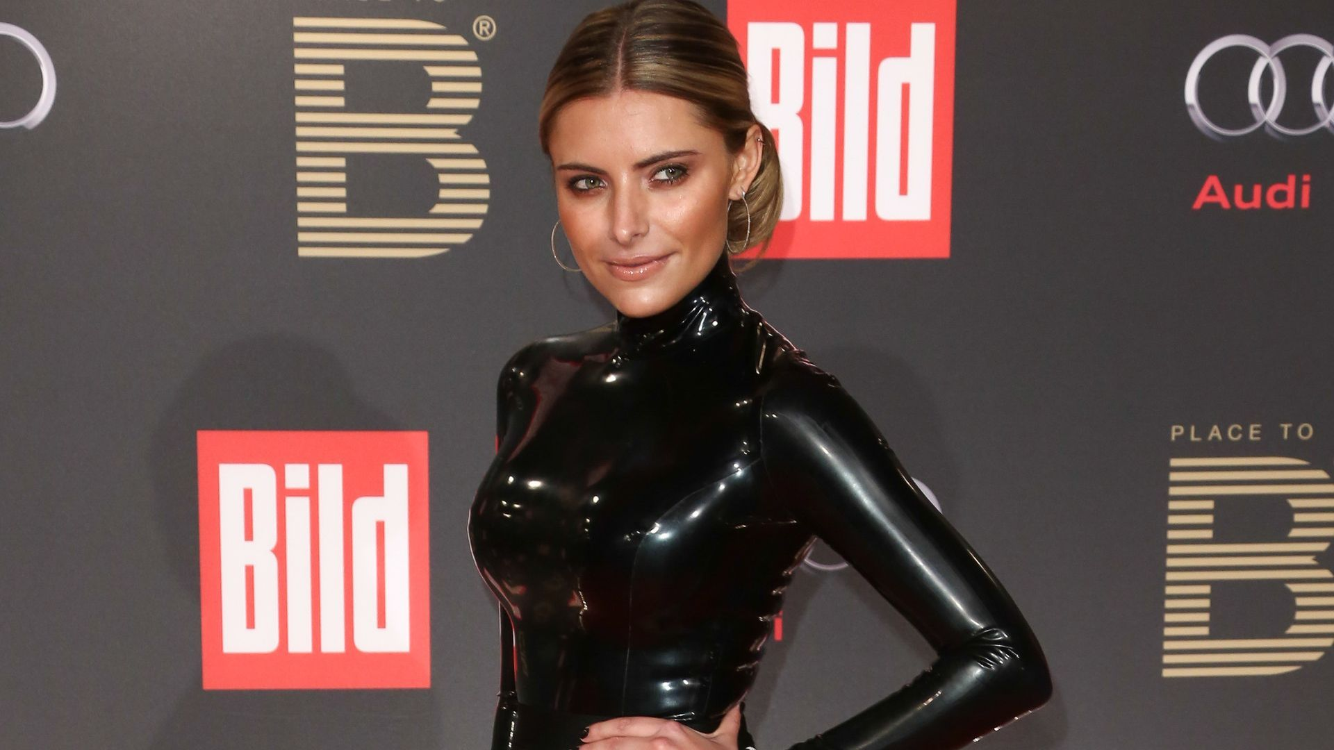 sophia thomalla im latex oberteil r2 1920—1080