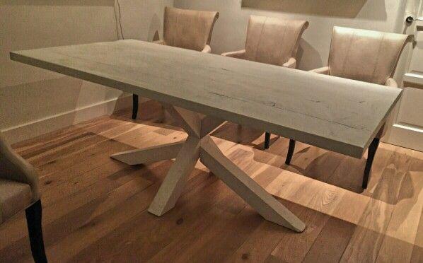 Nieuwe tafel met bijzonder onderstel!  Het blad is van sloophout, het onderstel…