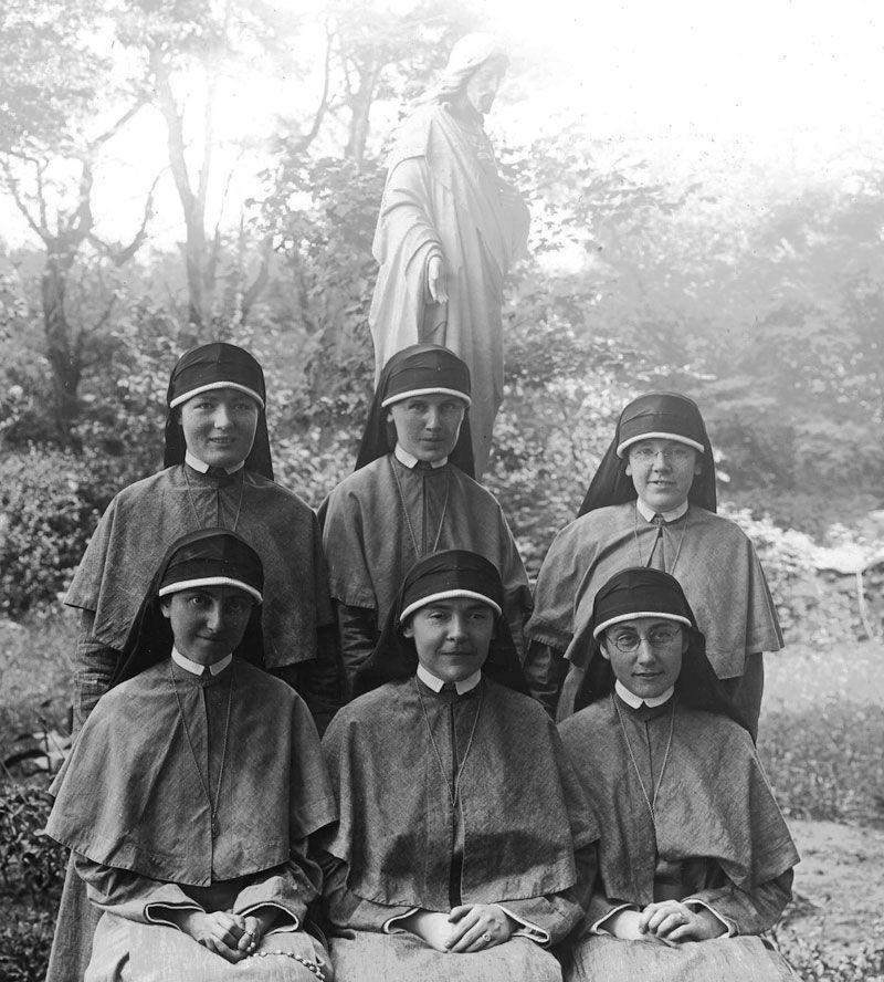 Bottom Row: Srs. M. Lawrence Foley, M. Paul Mc Kenna, Superior, M. Rose Leifels; Standing: M. Imelda Sheridan, M. Barbara Froehlich, M. Monica Moffat