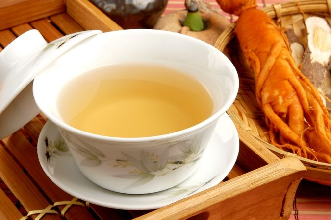 Chinese traditional ginseng tea and herbs - Les bienfaits du thé au ginseng, une plante adaptogène reconnues pour ses bienfaits sur la fatigue