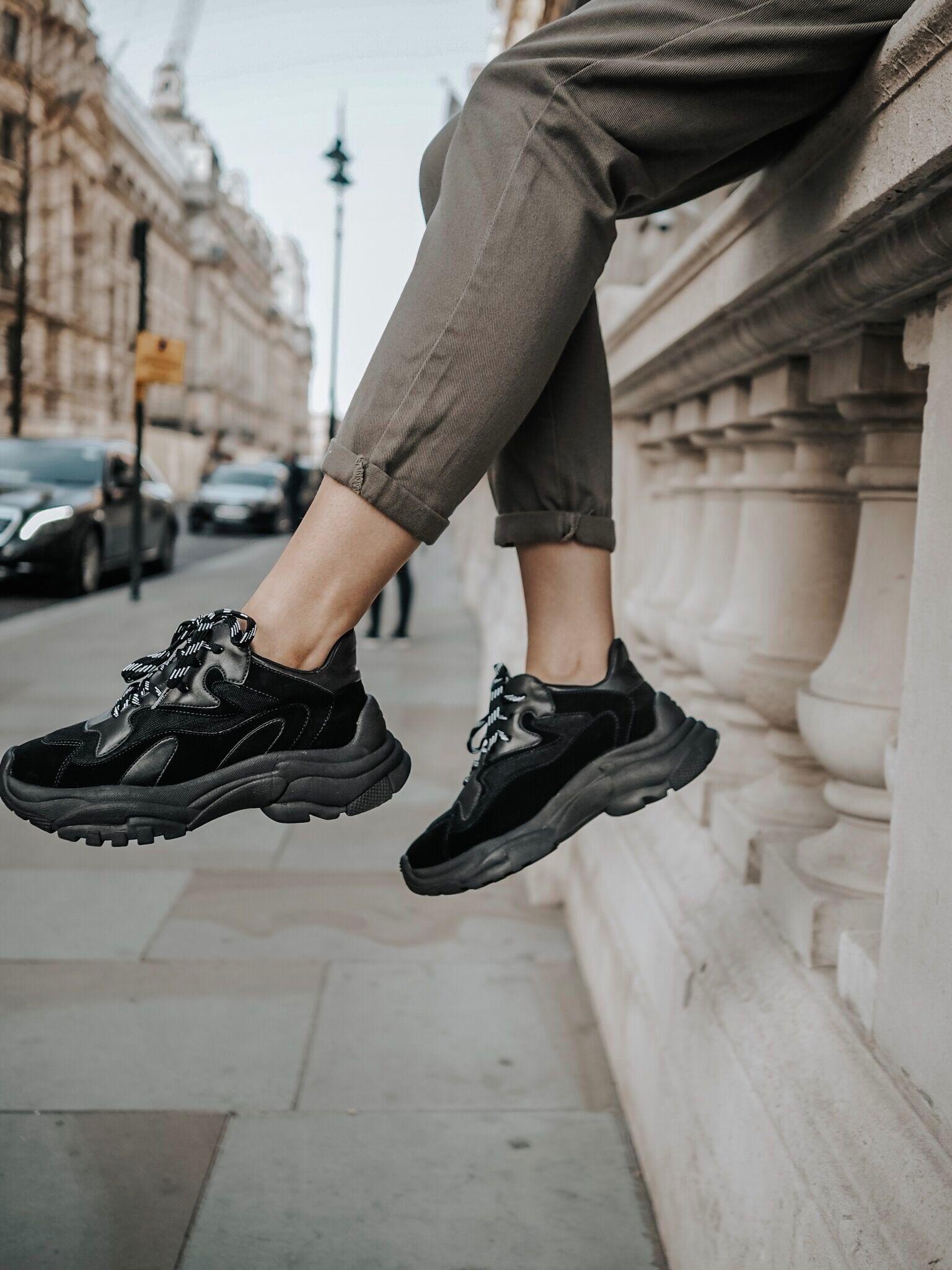 Comfy all black dad sneakers   Dad