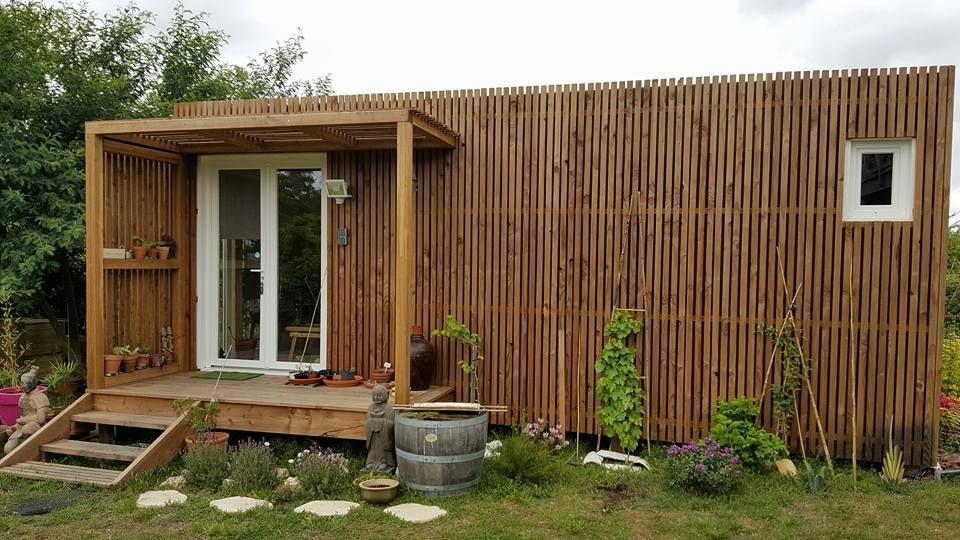 studio vide pour construction d 39 un bureau travailler. Black Bedroom Furniture Sets. Home Design Ideas