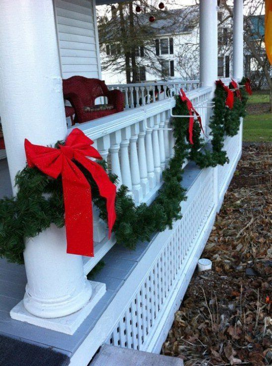 60 beautifully festive ways to decorate your porch for christmas page 7 of 12 diy crafts - Christmas Fence Decorations