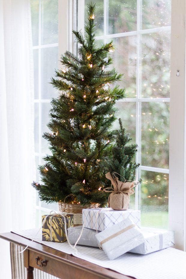 Cute Table Top Christmas Tree And Presents Christmas Decorations Apartment Christmas Apartment Minimalist Christmas Tree