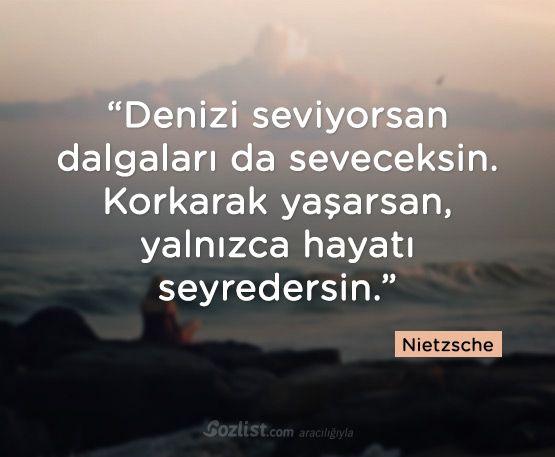 Citaten Nietzsche : Denizi seviyorsan dalgaları da seveceksin korkarak