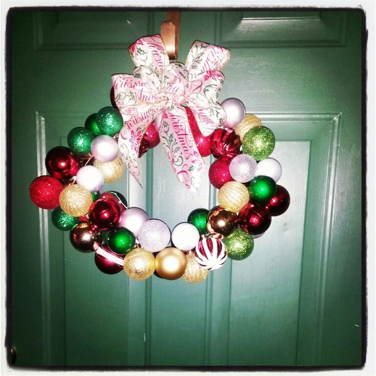 @Traci Butler Sturgeon @Michelle Sheffield I made this ornament wreath!