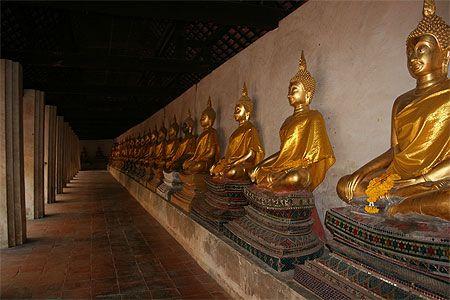 Intérieur d'un temple à Chiang Maï