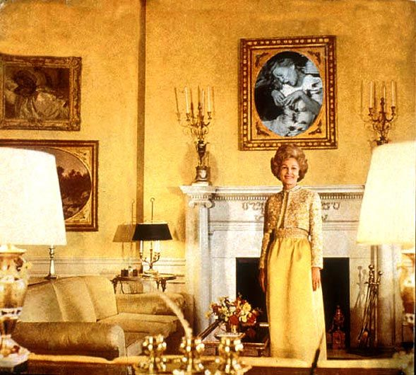 martha rosler first lady pat nixon from the series house beautiful bringing the war home oh my god i love this so much its so perfectl