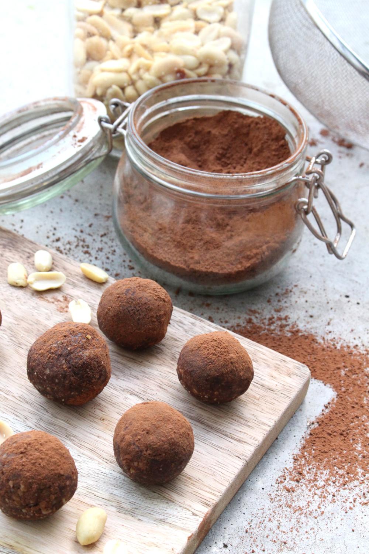 Rezept: Schokoladen-Erdnuss-Energiekugeln (für akutes Verlangen) - Projekt: Gesundes Leben | Saubere...