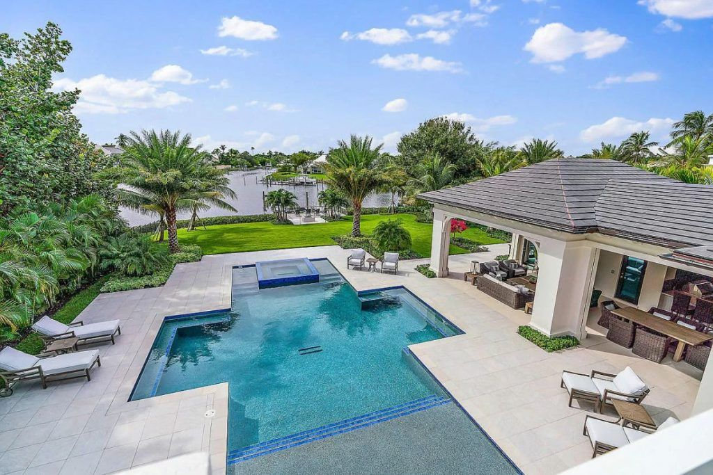 220 Commodore Drive In Jupiter Florida Returns Market For 10 5 Million Resort Style Pool Small Backyard Pools Luxury Homes