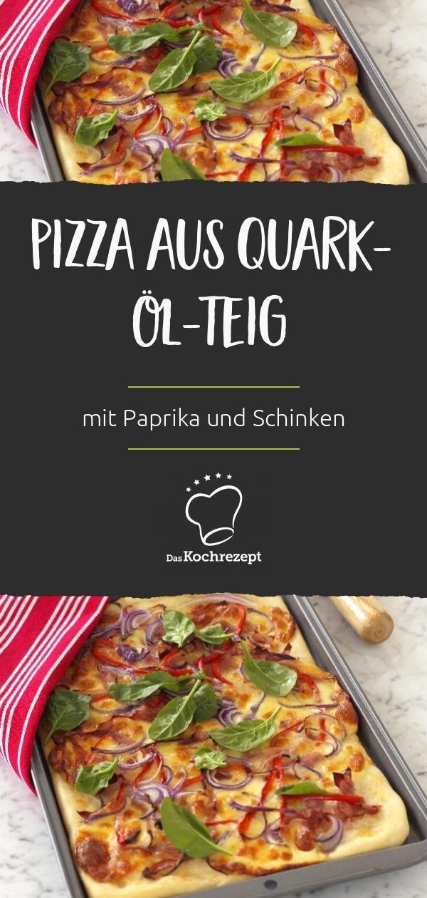 Pizza aus Quark-Öl-Teig wirst du nicht nur lieben, wenn du zu viel Respekt vor selbstgemachtem Hefeteig hast. Der Boden ist herrlich fluffig und mit Paprika, Schinken und roten Zwiebeln belegt wunderbar deftig! #daskochrezept #recipe #rezept #pizza #italienisch #italian #italien #mediterran #urlaubskueche #einfach #soulfood #vomblech #blechpizza #paprika #schinken #deftig #quarkoelteig #hefeteig #fluffig zwiebeln
