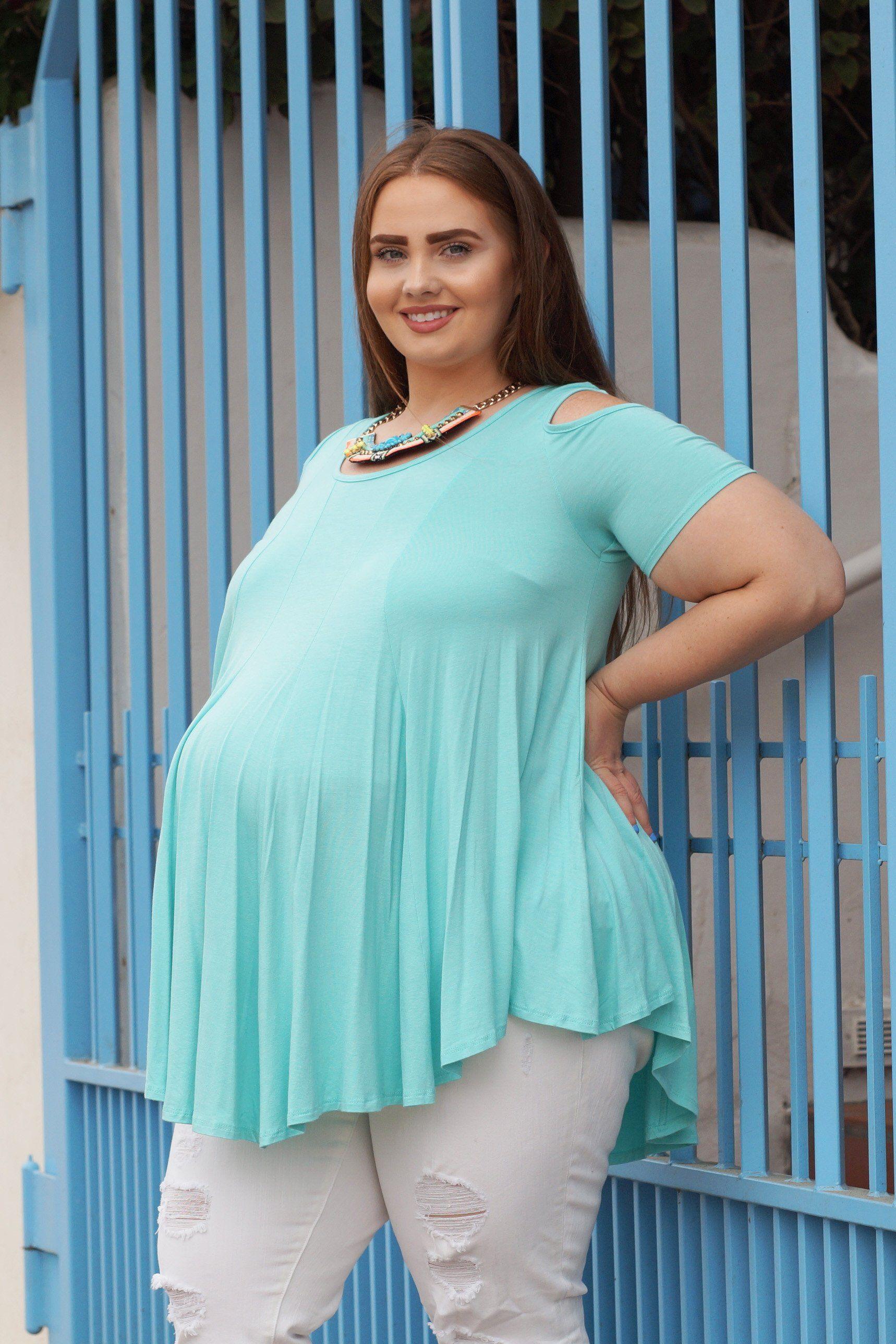 10a92c29041 Spot the Shoulders Plus Size Maternity Top