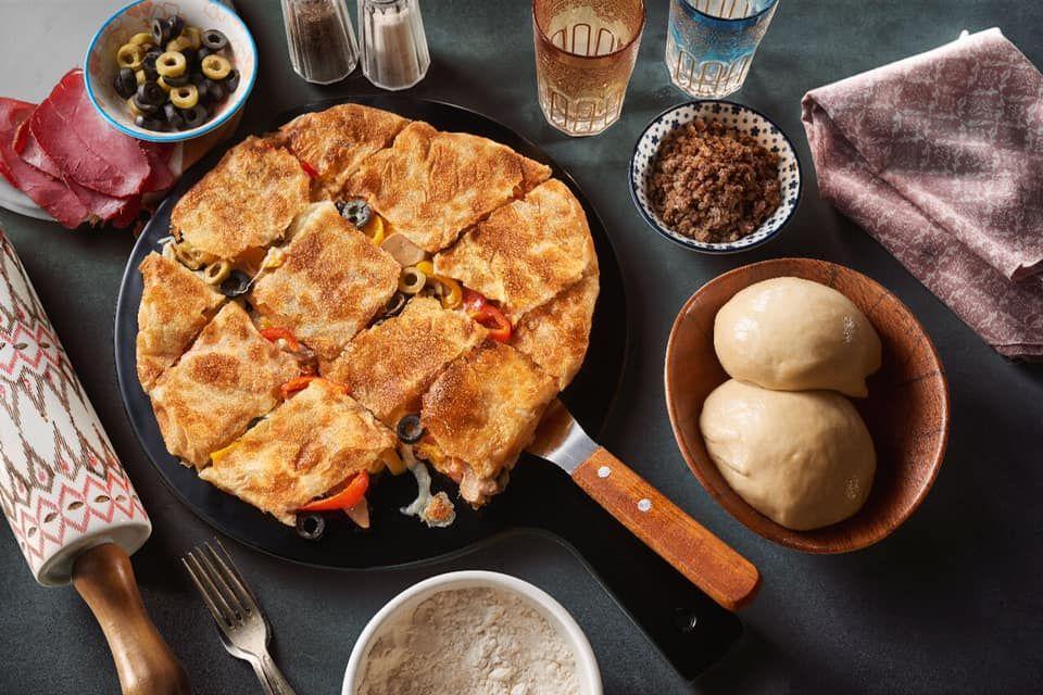 أفضل 10 أطباق في مطعم الامور البرشاء دبي Food Dishes Iron Pan