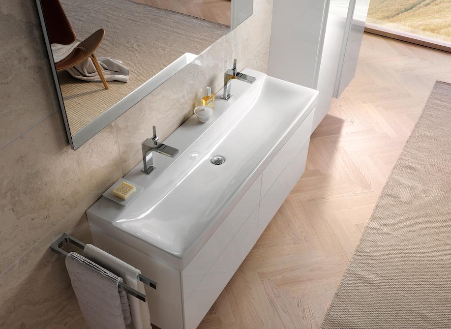 Een wit modern badkamermeubel staat in elk interieur // Sanidump ...