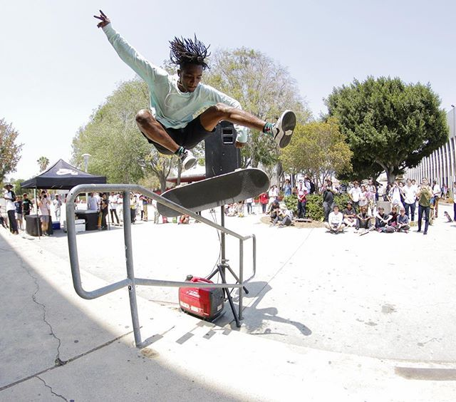 The @nikesb Go Skateboarding Day meet up at the West LA Courthouse is going off!!