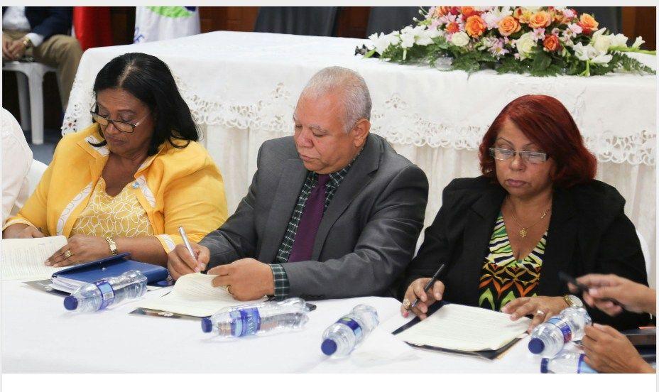 Gobierno y 13 gremios del sector salud firman acuerdo