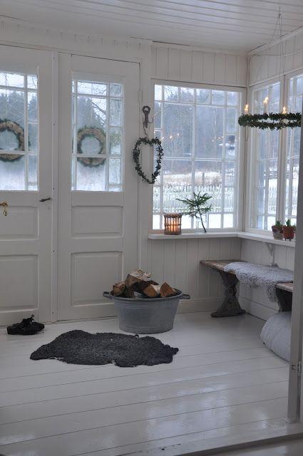 Lantlig Inredning Gardiner ~ Vita Verandan glasveranda Christmas u2606 i 2019 Vackra bostäder, Hus bondgård och Sommarstuga