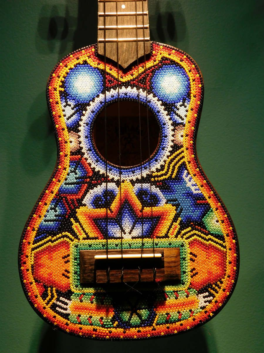 Guitarra acústica, Arte Huichol. #arte,# artepopular, #museo,