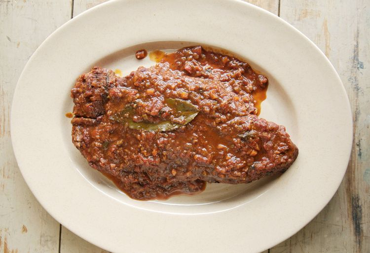 Easy and Flavorful Slow Cooker Swiss Steak With Tomatoes