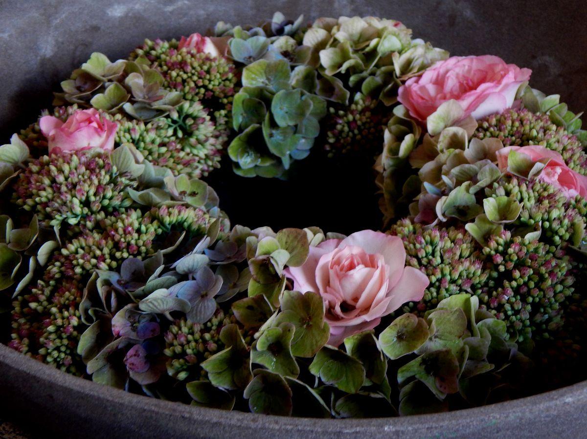 rosen hortensien und fette henne bilder und fotos floristik pinterest hortensien. Black Bedroom Furniture Sets. Home Design Ideas