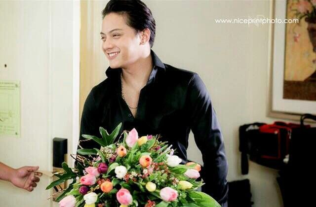 This is the handsome Daniel Padilla ready to give a bouquet of ...
