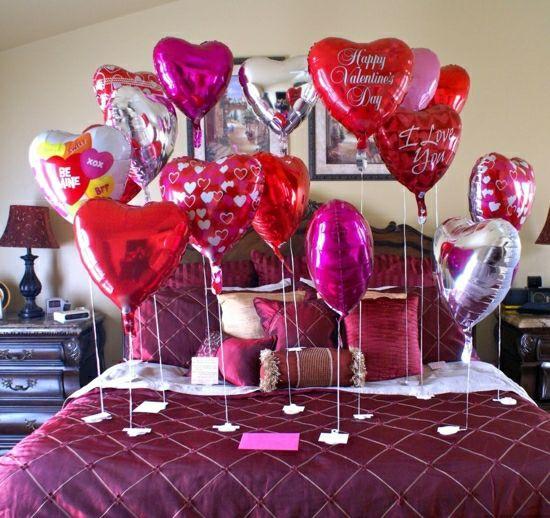 Romantische Schlafzimmer Deko Zum Valentinstag Luftballons Herzen