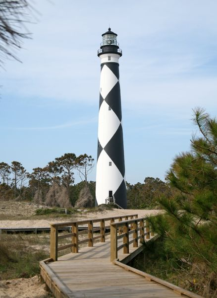 Photographs, history, travel instructions, and GPS coordinates for Cape Lookout Lighthouse.