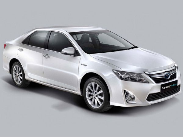Toyota Camry Hybrid Launched In India Price 29 75 Lakhs Toyota Camry Camry Toyota Cars