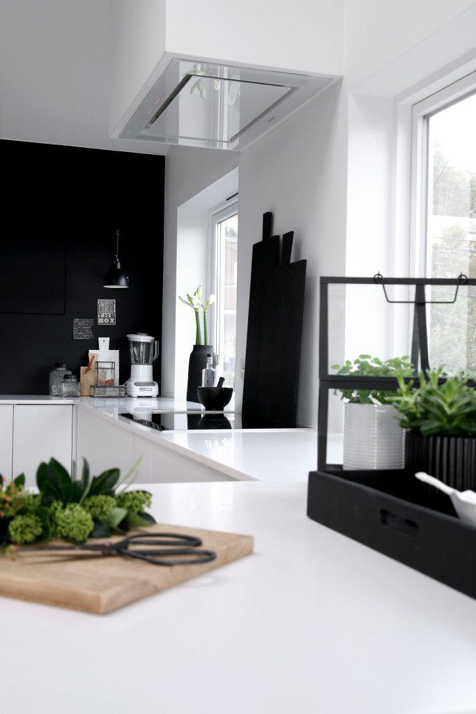 mooie rustige keuken decoratie, zwart/ wit verse kruiden en ...