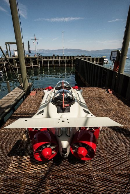 Deepflight Dragon: X/Y mounted rear thrusters are used for horizontal movement and turning the sub