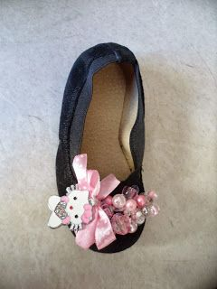 pink-black flat with hello kitty available at ellishoes.blogspot.com
