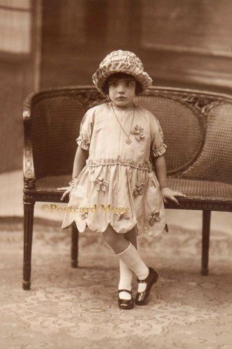 LITTLE-GIRL-POSING-Vintage-Postcard-Image-Photo-Blank-Card-Or-Print-CE032