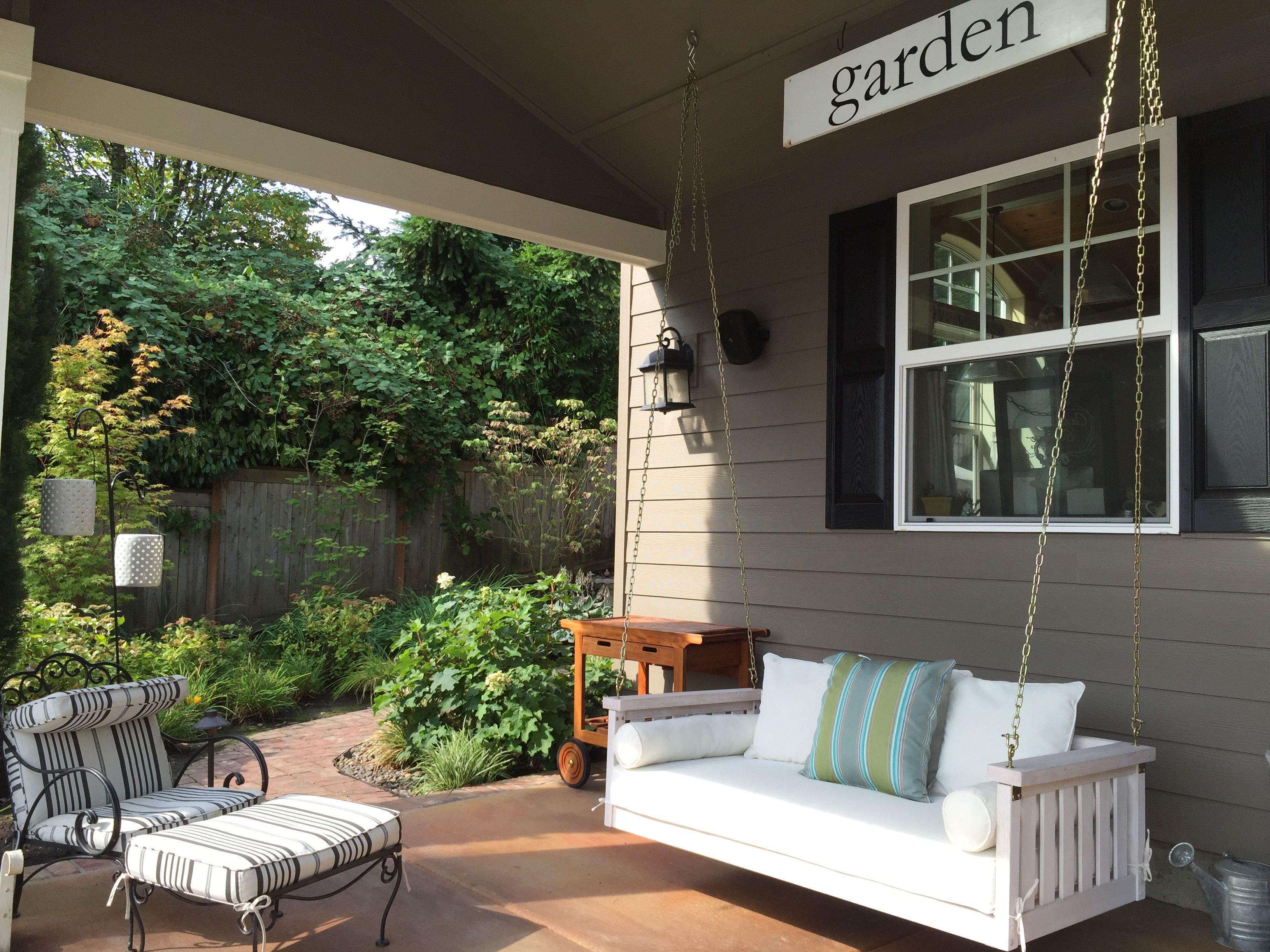 white space slows down.  Create a spot right out your back door to enjoy white space.  #write31days