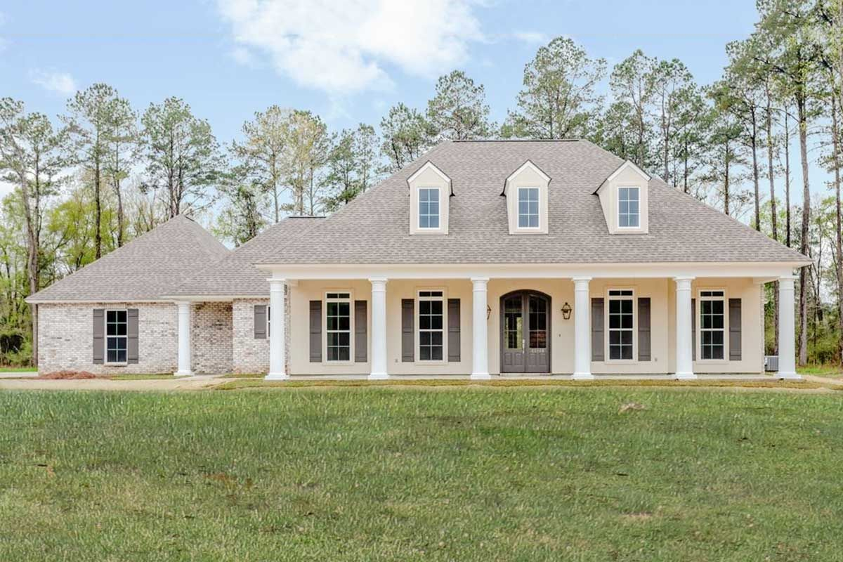 Plan 56418sm 4 Bed Southern House Plan With Vaulted Ceilings Southern House Plans Southern House Plan Acadian House Plans