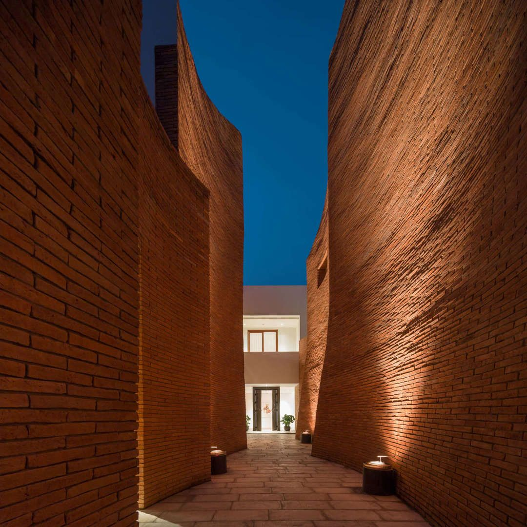 ​Temple of Terracotta: Tour the Gorgeous Brick Canyons of the Sala Ayutthaya Hotel in Thailand - Architizer