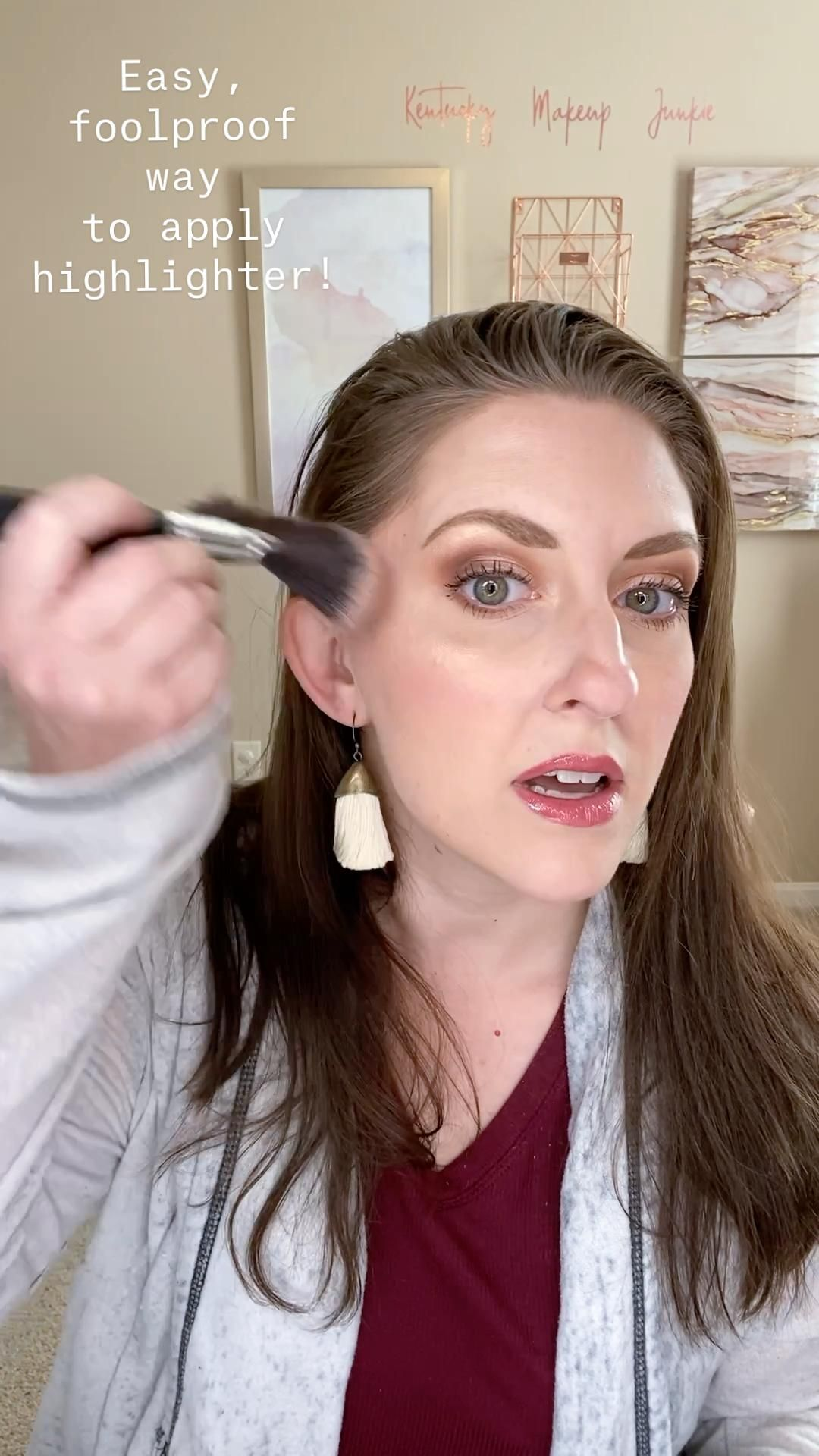 Easy,  foolproof way  to apply  highlighter!