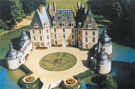 Louer Une Maison Pour Les Vacances Un Chateau Dans Le Loiret Chateau France Chateau Les Chateaux De France