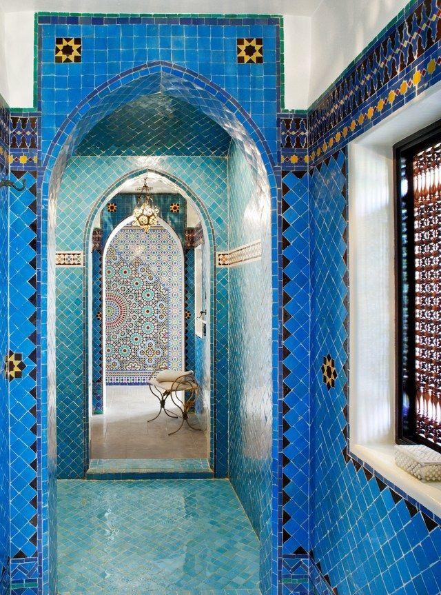 Cette salle de bains d\u0027inspiration marocaine dans une maison de luxe - plan d une maison simple